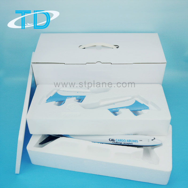 White box with foam inner for resin plane model with detachable wings